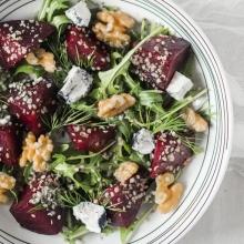 Svekolnyj salat s konopljoj